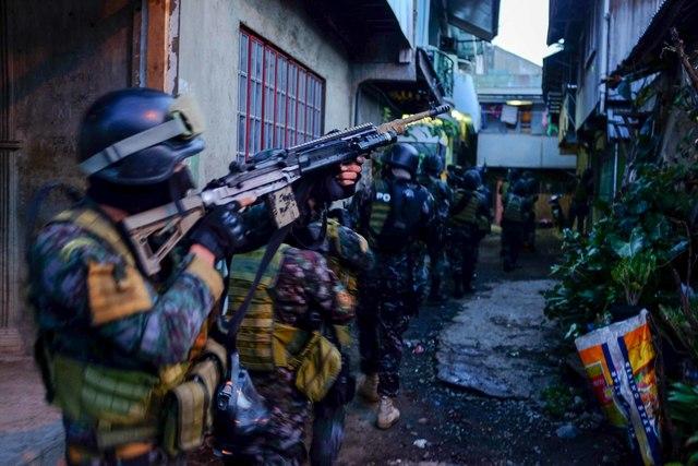 RAID. Special Action Force commandos raid the house of Ozamiz City Councilor Rizalina Francisco. File photo by Bobby Lagsa/Rappler