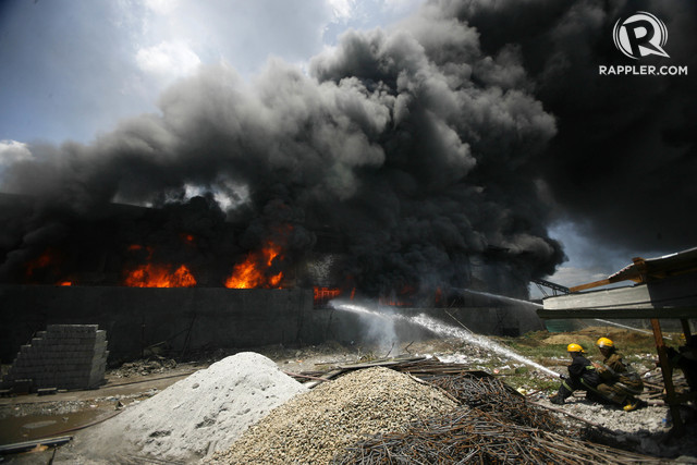 DEADLY BLAZE. Firefighters have difficulty putting out the blaze at Kentex manufacturing in Valenzuela City on May 13, 2015. Photo by Ben Nabong/Rappler