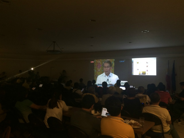 SUPPORT. Liberal Party camp watches the first leg of the presidential debates. Photo by Jee Y. Geronimo/Rappler