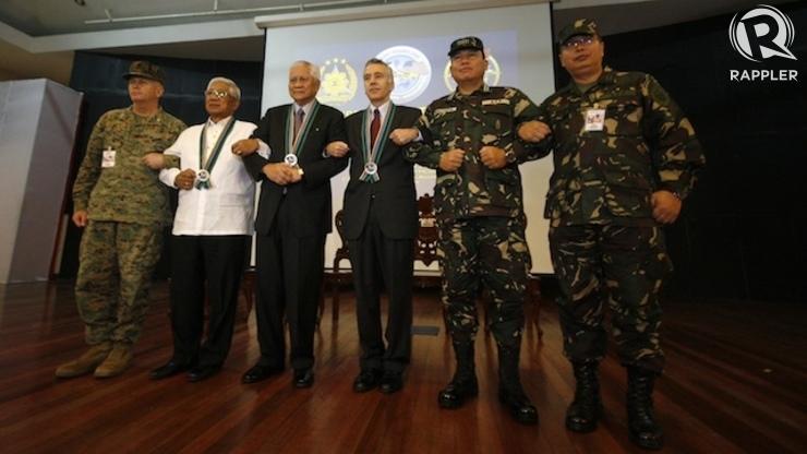 BALIKATAN 2014: Philippines and US officials stand shoulder to shoulder. Ben Nabong/Rappler