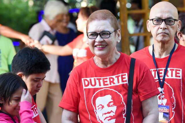 SUPPORTIVE. Elizabeth Zimmerman, ex-wife of presidential candidate Davao Mayor Rodrigo Duterte, joins the campaign trail on April 5, 2016. Photo by Edwin Espejo