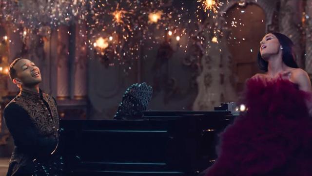 Arianda Grande dan John Legend berduet di lagu 'Beauty and the Beast' versi baru. Foto dari screen capture akun YouTube DisneyMusicVEVO.