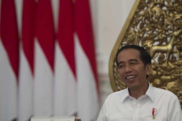 Presiden Joko Widodo menjawab pertanyaan wartawan. Foto oleh Rosa Panggabean/Antara