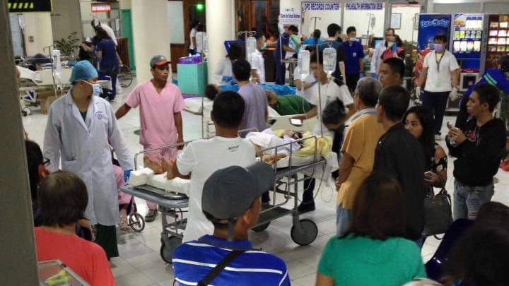 WOUNDED. Some of the injured blast victims were rushed to the San Pedro Hospital in Davao City following an explosion at a night market on September 2, 2016. Contributed photo