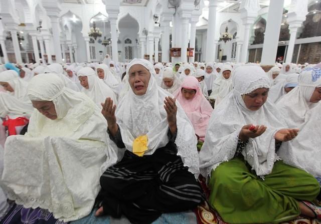 Ilustrasi. Warga Aceh memperingati tragedi tsunami di Masjid Baiturrahman Banda Aceh, Indonesia, 25 December 2014. FOTO oleh Adi Weda/EPA