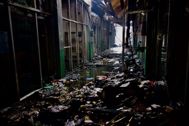 WHAT'S LEFT. The aisle of the UP Shopping Center after a fire on March 8, 2018. Photo by Rambo Talabong/Rappler