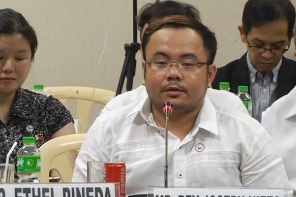 FAKE NEWS. Thinking Pinoy blogger RJ Nieto, appeared at the Senate hearing on fake news online in 2017.  File photo by Rappler