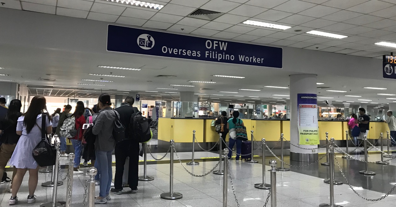 OUTGOING. OFWs with visas issued before November 12 are exempted from the suspension of OEC processing. Photo by Patty Pasion/Rappler