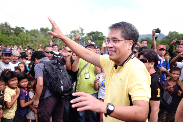 PROMISES. LP standard bearer Mar Roxas campaigns in Misamis Oriental. File photo by Bobby Lagsa/Rappler
