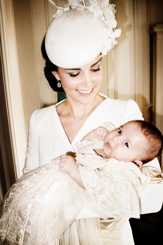 MOTHER AND DAUGHTER. Catherine, the Duchess of Cambridge, holding her daughter, Princess Charlotte. Photo by Mario Testino / EPA