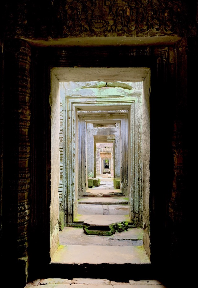 ENTRYWAYS. Intricate carvings mark the entryways of Preah Kahn. Photo by Chay Hofileu00f1a/Rappler