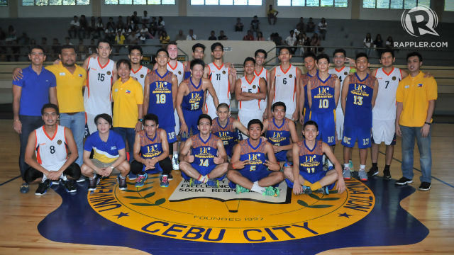 COMPETITION. The UC Webmasters and their opponents from Malaysia share a picture in Cebu. Photo by PJ Estan/Rappler