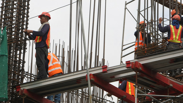 MORE INFRA SPENDING. The Duterte government is spending more on infrastructure development. File photo by Rolex dela Pena/EPA