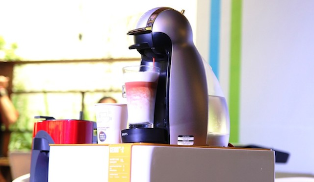 Menciptakan minuman kopi setara kualitas kafe dengan tampilan yang artistik hanya dalam waktu satu menit. Foto oleh Nescafe Dolce Gusto.