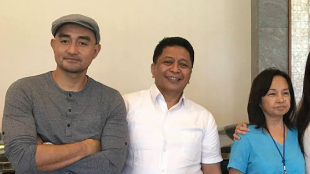 ACROSS ADMINISTRATIONS. Ronnie Albao poses with Montano's brother Rommel and former president Gloria Macapagal Arroyo. Photo from Albao's Facebook page