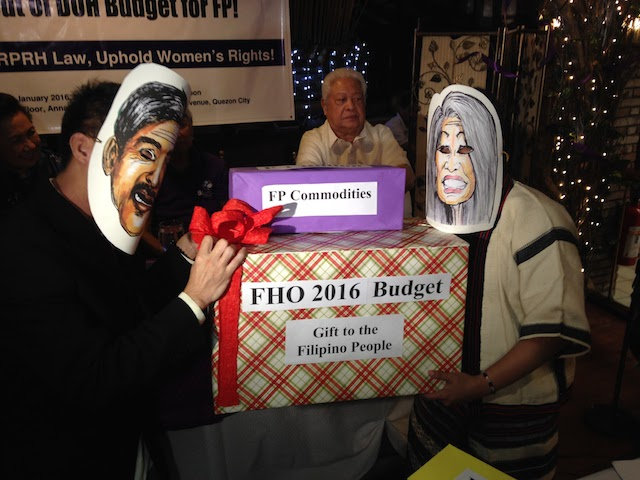 RH BUDGET CUT. RH law advocates, posing as Senators Tito Sotto and Loren Legarda, dramatize the controversial RH budget cut during a press conference of the Purple Ribbon for RH Movement on January 13, 2016. Photo by Jee Y. Geronimo/Rappler