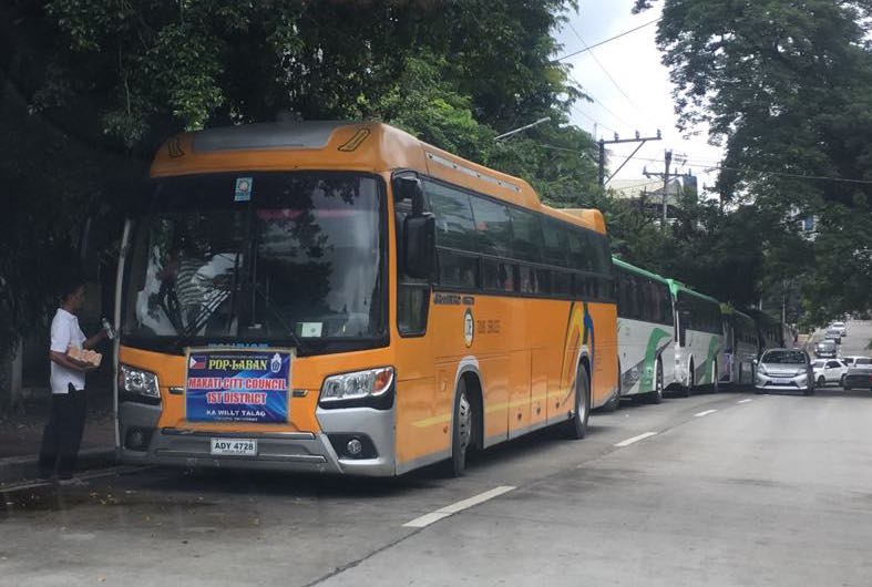 SHUTTLE. At least 20 tourist buses shuttled attendees from Bulacan, Cavite, Laguna, and other parts of Metro Manila. Photo by Camille Elemia/Rappeler