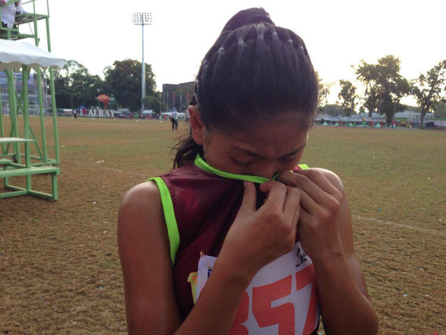 EMOTIONAL. Mia Meagey Niu00f1ura, 16, can't help but break down in tears after her sweet victory. Photo by Danielle Nakpil/Rappler