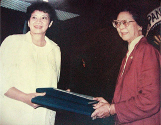DRAFT. ConCom President Cecilia Munoz-Palma hands over the draft constitution to President Corazon Aquino. Photo from the Official Gazette