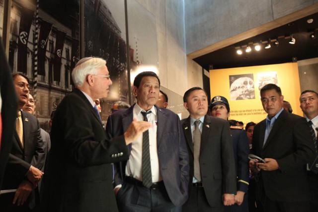YAD VASHEM. President Rodrigo Duterte is given a tour of the museum at the Holocaust memorial center. Malacau00f1ang photo