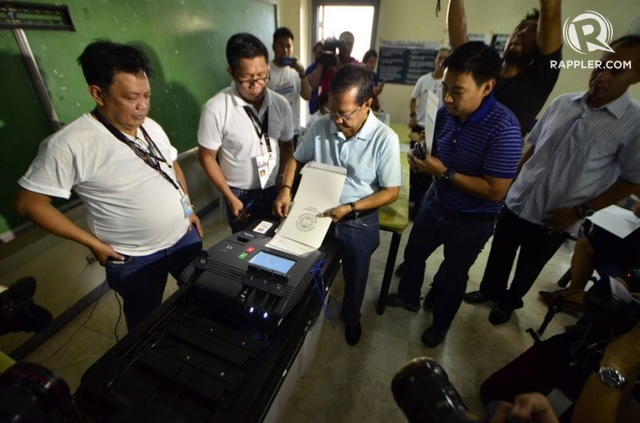ELECTION DAY. Vice President Jejomar Binay casts his vote inside San Antonio National High School in Makati City. Photo by Rob Reyes/Rappler