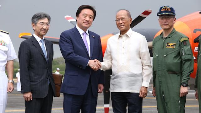GREAT FRIENDSHIP. Japan State Minister for Defense Kenji Wakamiya celebrates 'great friendship' between President Rodrigo Duterte and Prime Minister Shinzo Abe. PH Navy photo