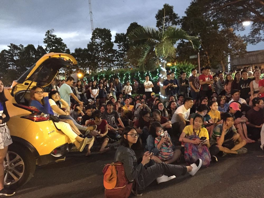 INTENSE. Students intensely watch the game at the Carabao Park in UP Los Bau00f1os. Photo by Derrick Ordou00f1ez