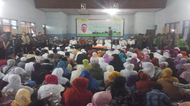 Buka puasa bersama umat Muslim dan umat dari agama lain di Pudak Payung, Semarang, Jawa Tengah. Foto oleh Fariz Farianto.