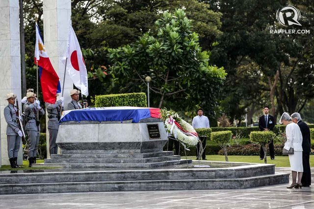 NEVER FORGET. Japanese Emperor Akihito and Empress Michiko offer a wreath at the Tomb of the Uknown Soldier at the Libingan ng mga Bayani in Taguig City on January 27, 2016. File photo by Ben Nabong/Rappler