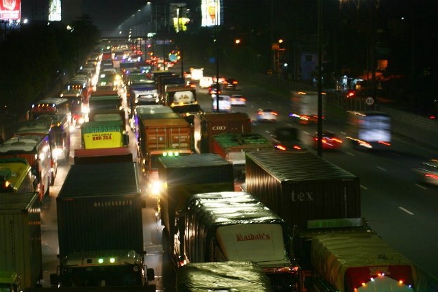 GRIDLOCK. Traffic along NLEX in Balintawak, Caloocan City on September 5, 2014. File photo by Kevin de la Cruz/Rappler