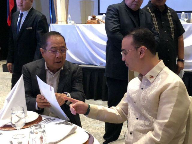 ALLIES. NUP chairman Ronnie Puno talks to Speaker Alan Peter Cayetano during the party's meeting. Photo by Mara Cepeda/Rappler