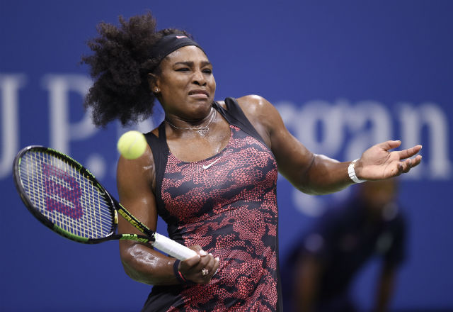 MOVING FORWARD. Serena Williams beats Venus Williams to advance to the semis. Photo from EPA/DANIEL MURPHY