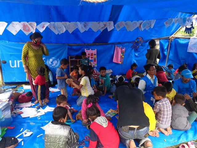 HELPING VICTIMS. UNICEF staff tend to children affected by the earthquake in child-friendly tents. Photo from UNICEF Nepal