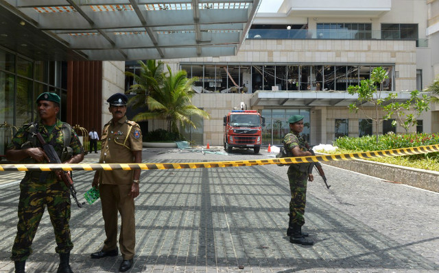 BOMBING. Sri Lankan security personnel stand guard at the cordoned off entrance to the luxury Shangri-La Hotel in Colombo on April 21, 2019 following an explosion. Photo by Ishara Kodikara/AFP
