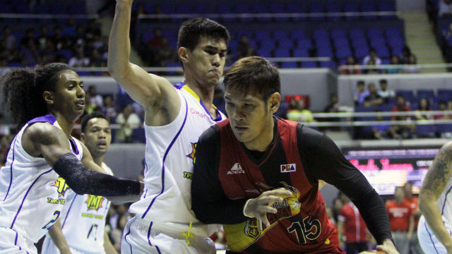 DOMINANT. Troy Rosario has a tough time dealing with June Mar Fajardo. Photo from PBA Images