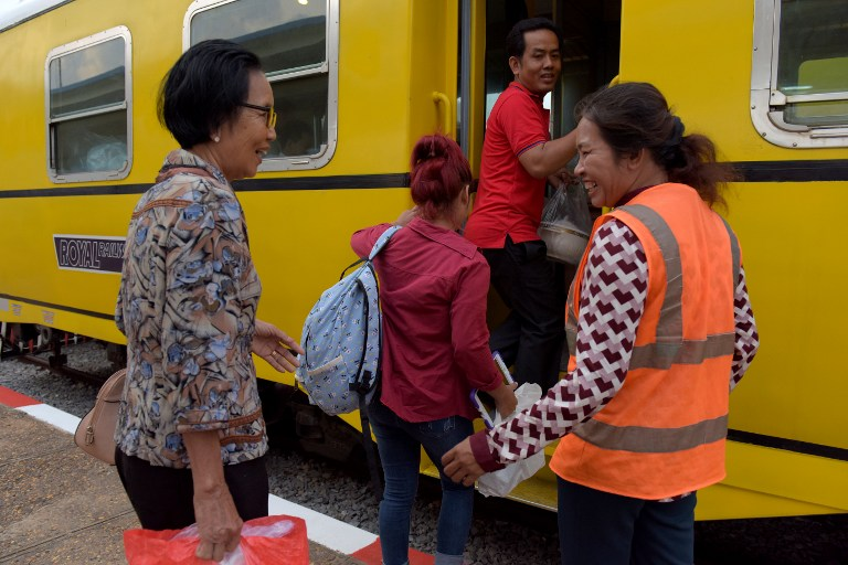 BACK ON TRACK. Cambodian passengers board a train at the Phnom Penh train station on April 30, 2016, as the railway service resumes after years of suspension. Photo from Tang Chhin Sothy/AFP