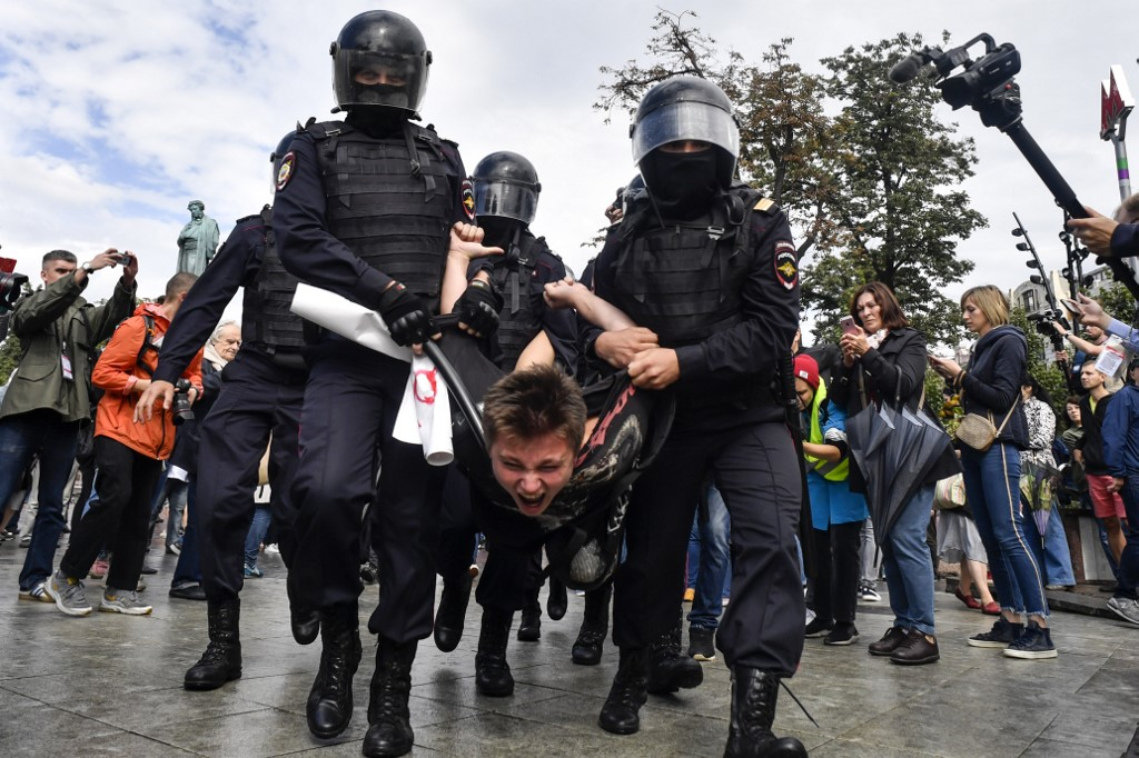 MOSCOW PROTESTS. Dozens of protesters were detained in Moscow on Saturday, August 3, for participating in an opposition march. Photo by Alexander Nemenov/AFP