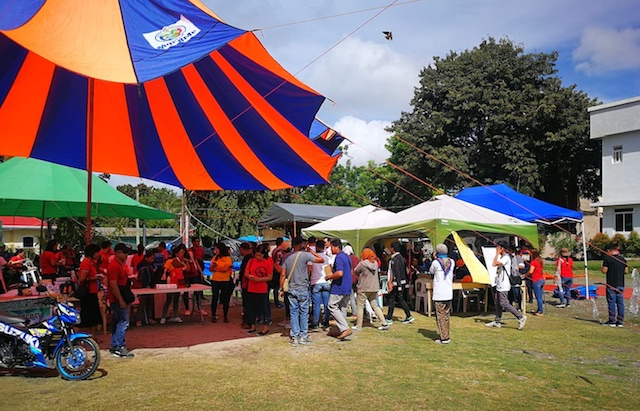 MAKESHFT OFFICE. Municipal health workers hold office under a tent in the grounds of the Tulunan Municipal Hall on October 31, 2019. Photo by Bobby Lagsa/Rappler