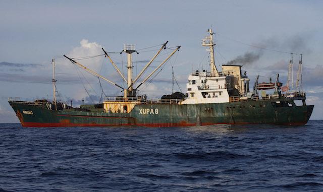 Indonesia tenggelamkan kapal asing pencuri ikan di perairannya. Foto oleh EPA