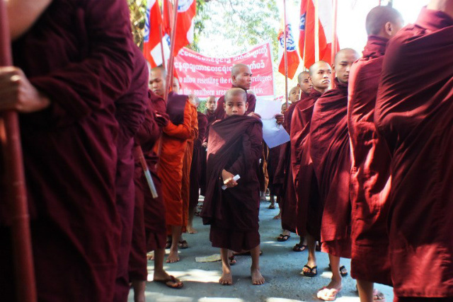 AGAINST. Myanmaru00e2u0080u0099s Buddhist monks march along a street during a demonstration against the planned repatriation of Rohingya Muslims from Bangladesh, in the Rakhine state capital Sittwe on November 25, 2018. Photo from AFP