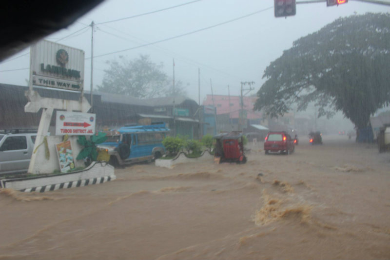 VINTA. Vinta brings heavy rain in Tubod, Lanao del Norte on Friday, December 22. Photo taken from Tubod Police Facebook page