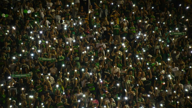 IN MOURNING. The tragic passing of the Chapecoense football team is mourned by fans. Nelson Almeida / AFP