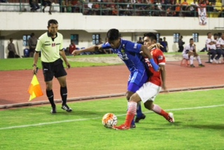 Laga Persija melawan Persib pada ISC A 2016 di Manahan Solo yang berakhir 0-0. Foto oleh Ari Susanto