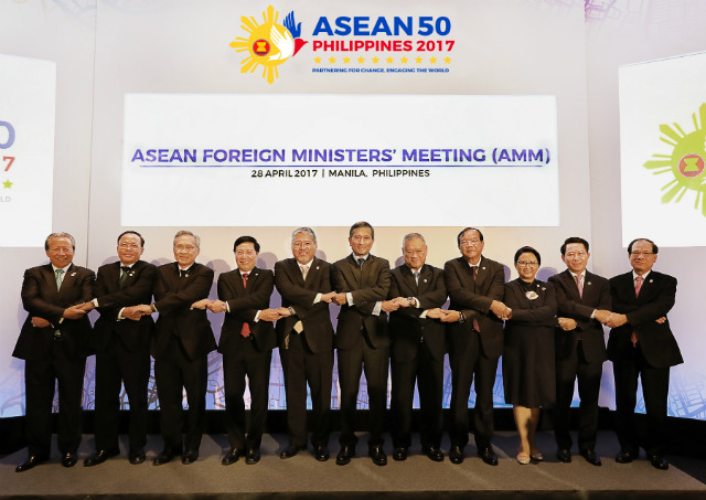 ASEAN MINISTERS. Foreign ministers of the Association Southeast Asian Nations (ASEAN) link arms in the iconic ASEAN way during their meeting on April 28, 2017. Photo courtesy of ASEAN