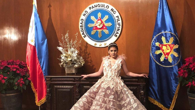'PEOPLE'S PALACE.' Presidential granddaughter Isabelle Duterte poses by the Seal of the President of the Philippines during her pre-debut photo shoot. Photo from rnepevents Instagram account