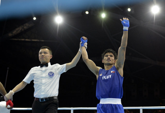 Ian Clark Bautista dominated his Singaporean foe, but only managed a split decision win. Photo by Singapore SEA Games Organising Committee/Action Images via Reuters