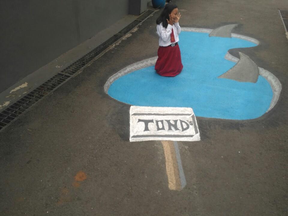 Foto Menikmati Lukisan Tiga Dimensi Di Kampung 3d Kota Depok
