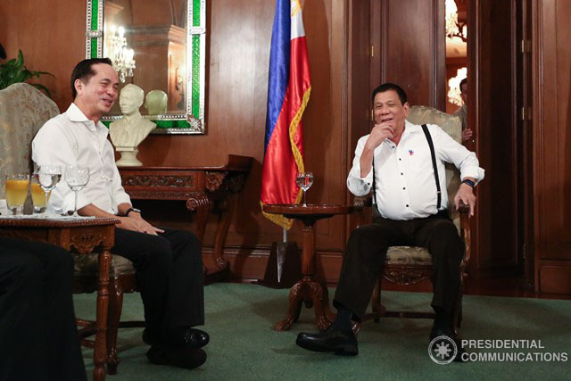 MEDIA MOGUL. President Duterte meets with ABS-CBN chairman emeritus Gabby Lopez in Malacau00f1ang. Malacau00f1ang file photo