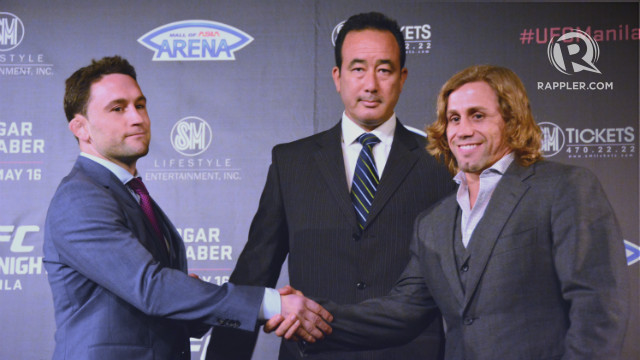 UFC Fight Night Manila headliners Frankie Edgar (L) and Urijah Faber (R) shake hands at the event's kick-off press conference in March. File photo by Jaelle Nevin Reyes/Rappler