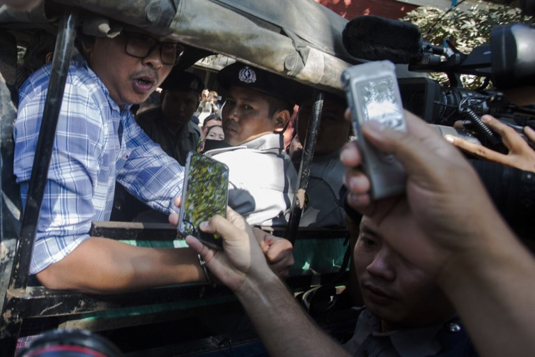 WA LONE. Reuters journalists Wa Lone (L) speaks to journalists outside the northern district court in Yangon on January 23, 2018. File photo by Aung Kyaw Htet / AFP